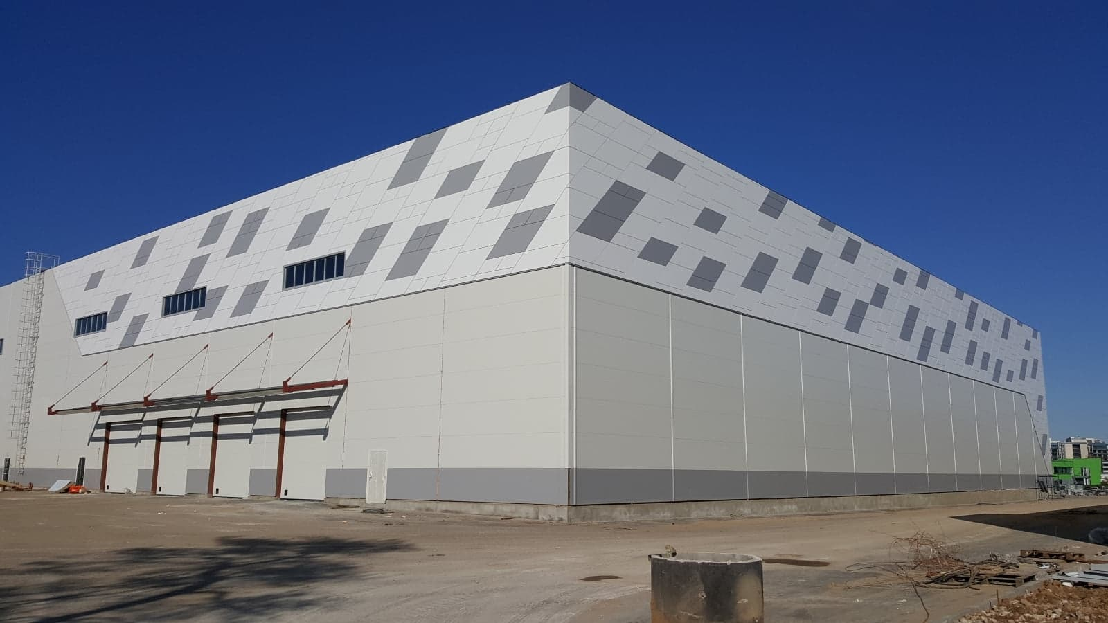 Фасад из линеарных панелей3