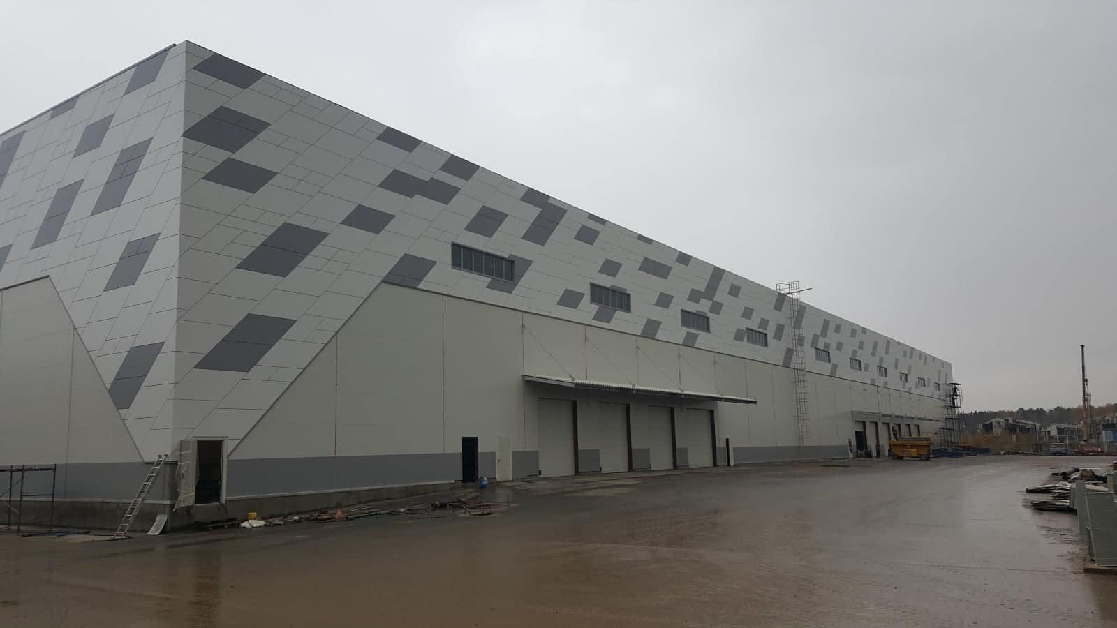 Фасад из линеарных панелей2