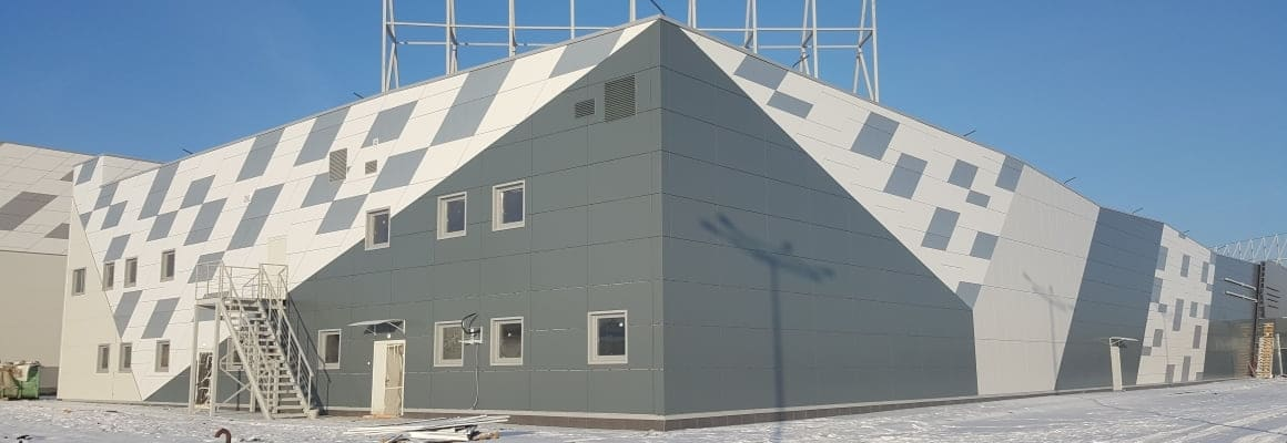 Фасад из линеарных панелей