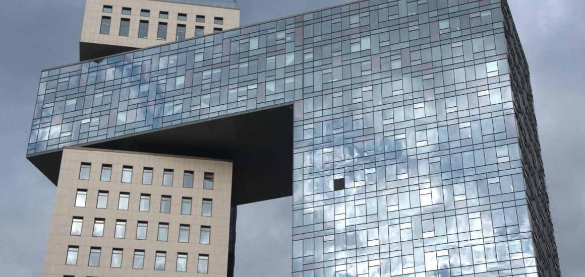 здание из фасадного остекления